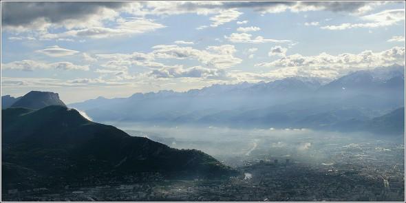 Quelques éclaircies au dessus de Grenoble - 11 mai 2010