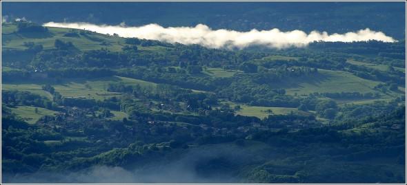 Brumes sur les colines bordières de Belledonne - 11 mai 2010