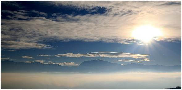 Brumes et nuages au dessus de Grenoble et Taillefer - 14 décembre 2010