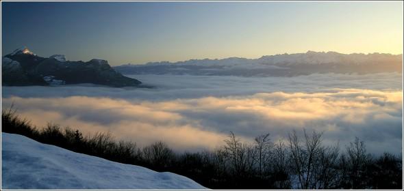 Mer de nuages au dessus de Grenoble - Vercors Chartreuse et Belledonne au soleil !