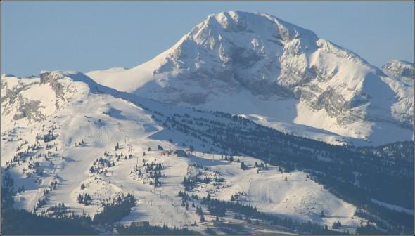Zoom sur les pistes de ski Alpin de Villard de Lans depuis Lans en Vercors - 25 mars 2011