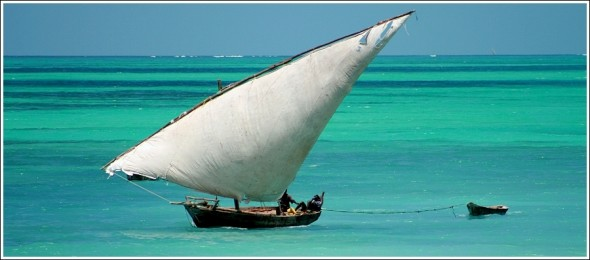 Bâteau sur la côte de Zanzibar ...