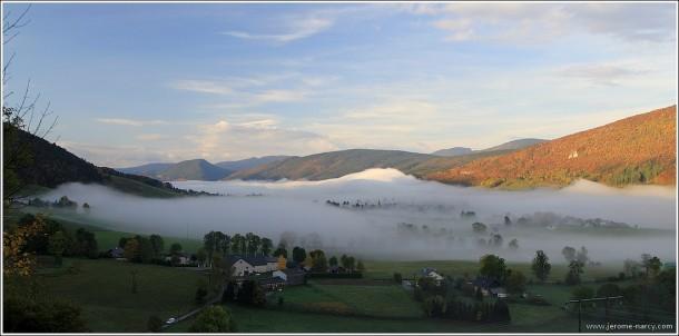 Vagues de brume sur Lans en Vercors - 21 octobre 2013